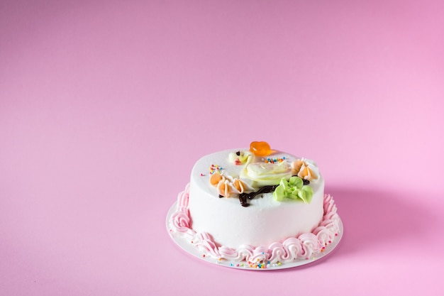 Красивый большой торт