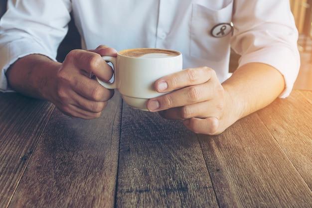 カフェラテアートの装飾とビンテージコーヒー