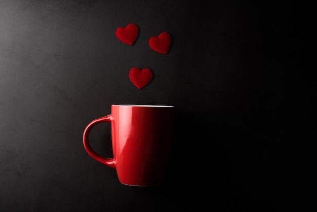 心、バレンタインデーのコンセプトと赤カップ