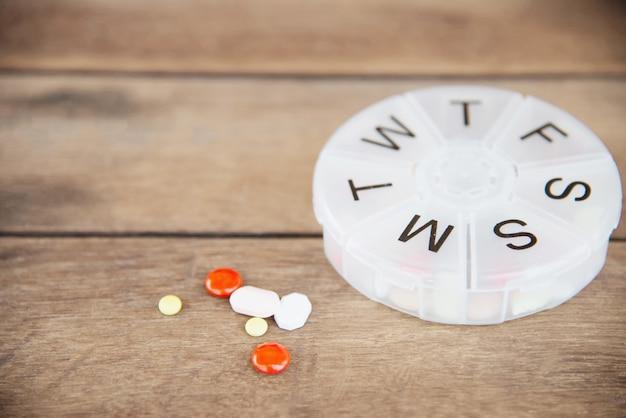 ピルボックスで薬のタブレット