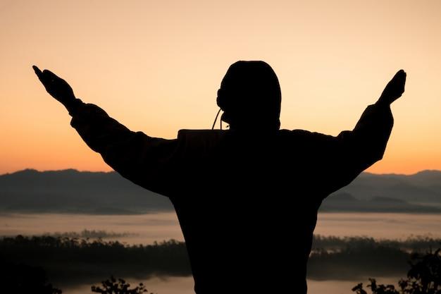 人間の手は、手のひらに礼拝を開きます。