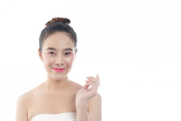幸せな笑顔と美しい若い女性表情と手でジェスチャー、美しさの概念とスパ