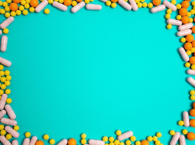 Таблетки, витамины от болезней.