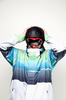 Сноубордист на белом фоне