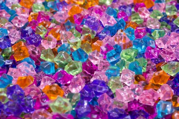Разноцветные искусственные кристаллы для украшения вечеринки
