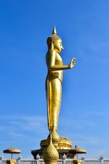 パン仏像スタイルタイ仏像ヴィサカブチャの日は最も重要な仏教の休日です。