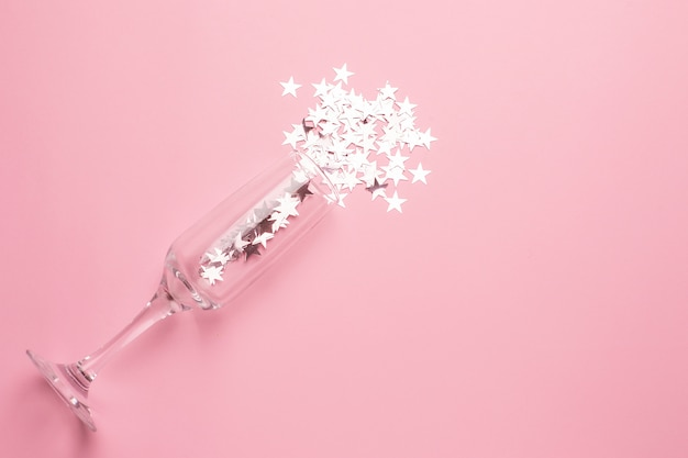 Бокал для шампанского с серебряными звездами
