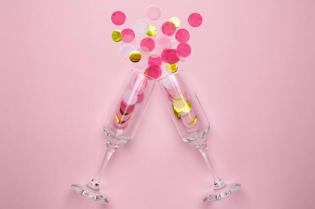 Бокалы для шампанского с золотым и розовым конфетти