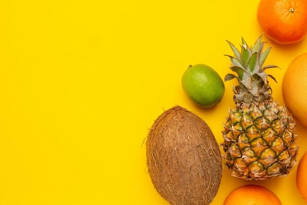 トロピカルフルーツココナッツ、パイナップル、オレンジ、ライム