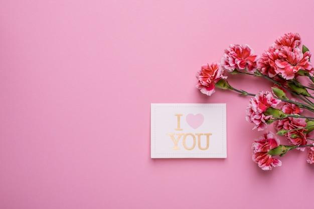 Открытка я люблю тебя с розовыми цветами на розовом