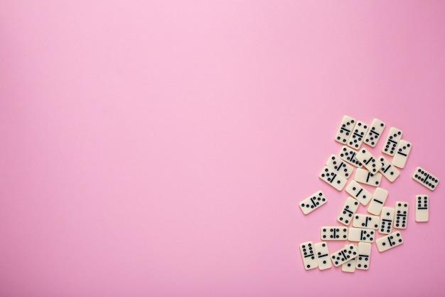 ボードゲームドミノ、ピンク