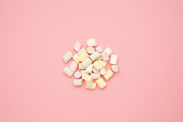 ピンクの甘い色のマシュマロ