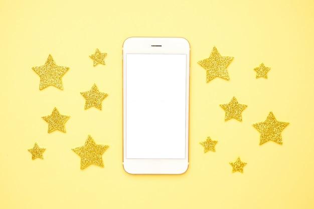 黄色の携帯電話とキラキラ輝く星、技術と評価