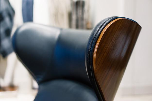革張りのアームチェアのクローズアップ