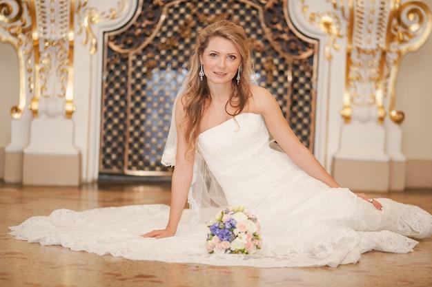 Невеста, лежал на полу