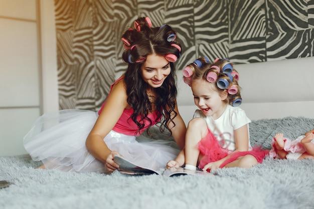 娘と魅力的な母親
