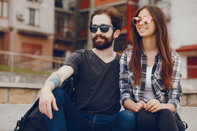 都市にいるカップル