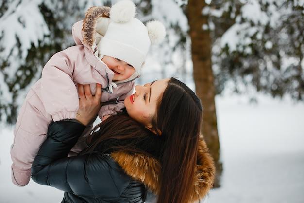 Мать с дочерью