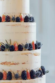 かわいいウエディングケーキ
