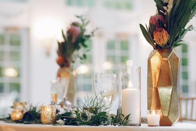 Элегантные свадебные свечи