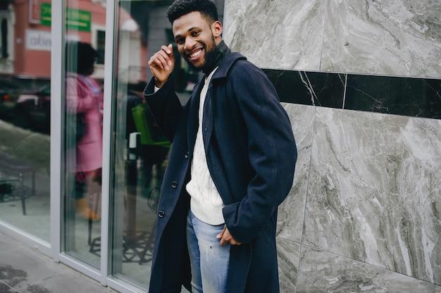 都市の黒人男性