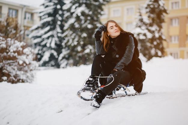 冬の公園の女の子