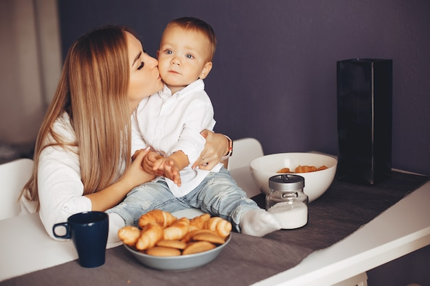 Мать с сыном дома