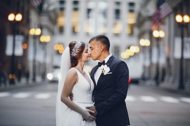 美しい結婚式のカップル