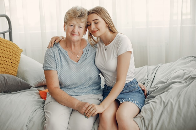彼女の孫娘と美しい祖母