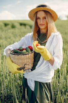 Красивейшая женщина лета поля