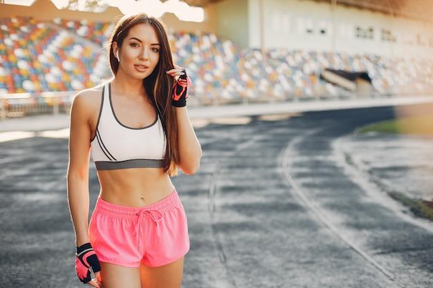 スタジアムでトレーニングスポーツ少女