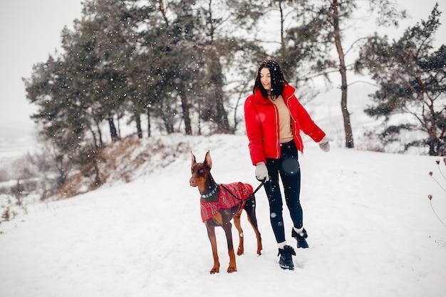 冬の公園で若い女の子