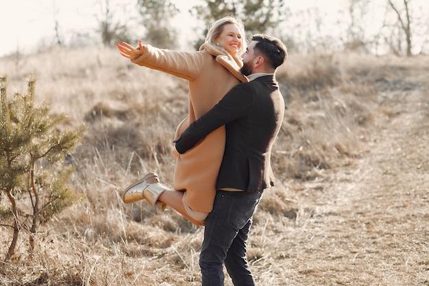 Прекрасная пара в весеннем поле