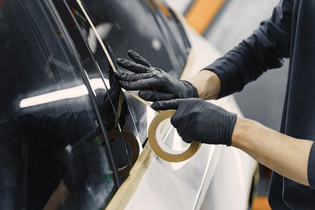 スプレー塗装前の車の準備