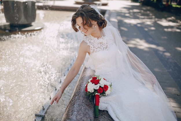 新鮮な水に触れるおかしい花嫁