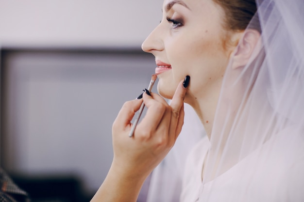 Крупным планом невесты готовится к ее день