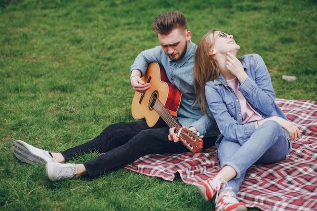ギターとカップル