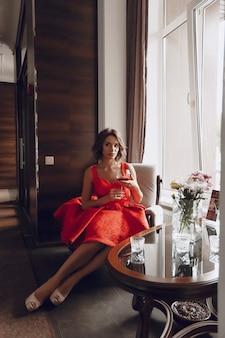 Леди с вином
