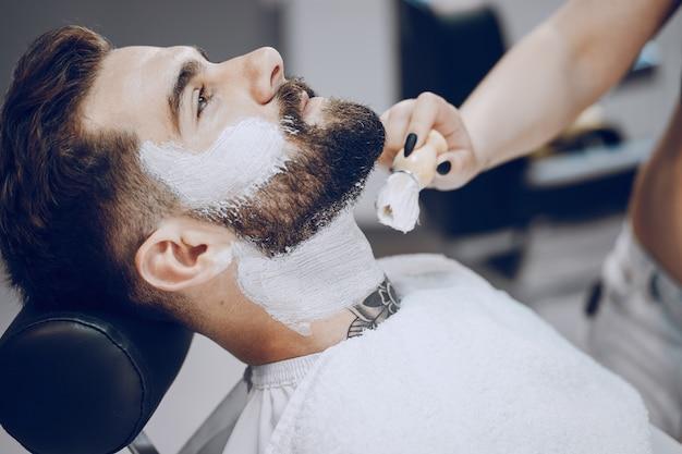 Парень в парикмахерской