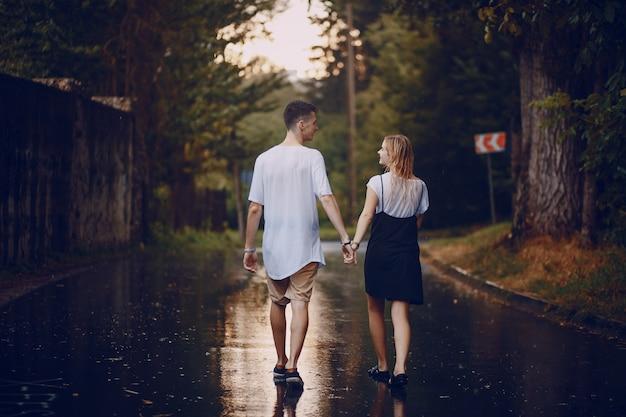Пара в дождь