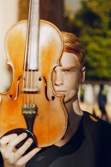 ヴァイオリンの男