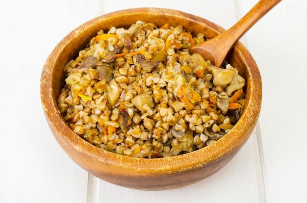 きのこと煮物と野菜のソバのお粥。