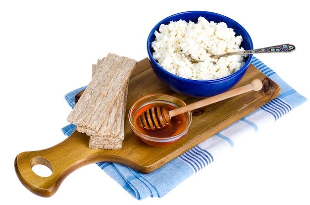 ダイエット食品、カッテージチーズ、ライ麦パン。