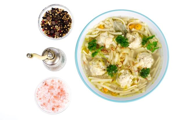 卵麺とミートボールのチキンスープ。
