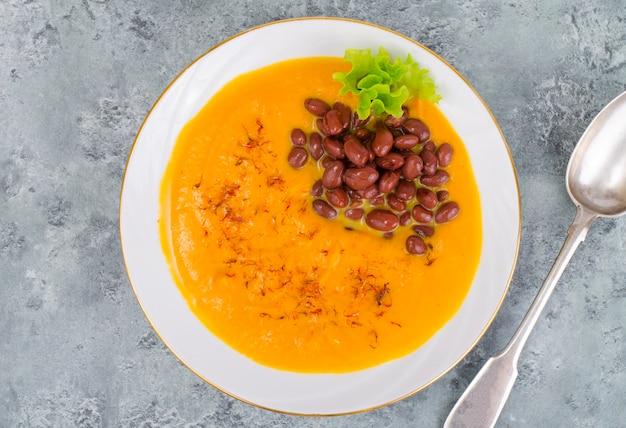 豆と野菜のクリームスープ。