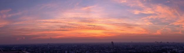 Пустое красивое небо панорамный вид