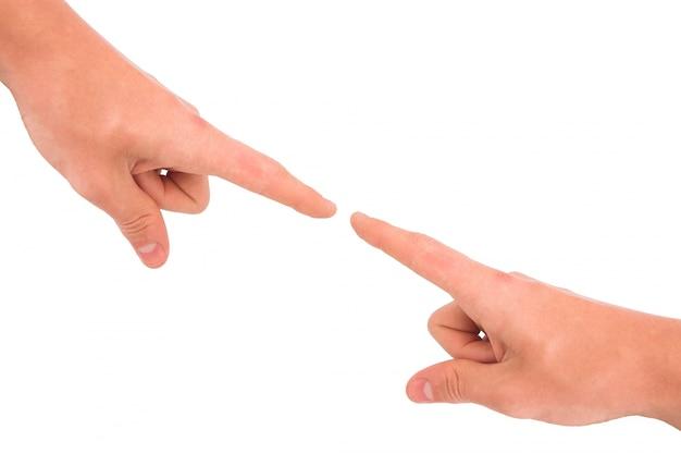 Указывая пальцы между ними