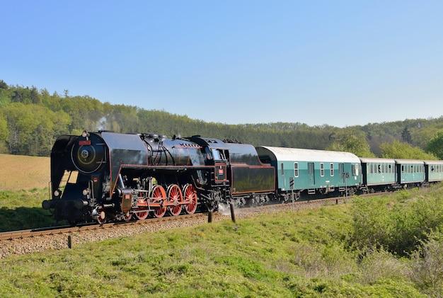 フィールド内の古い電車