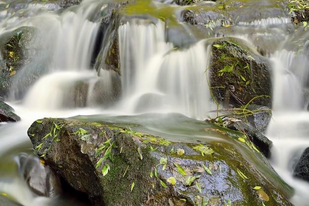 «водопад в длительной экспозиции»