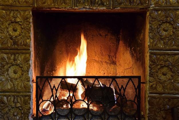 «сжигание топлива в камине»